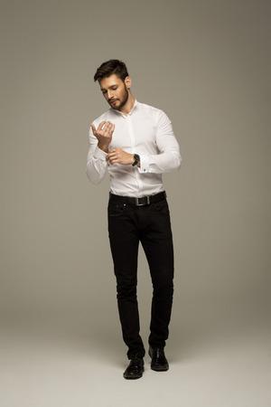 Knappe elegante man