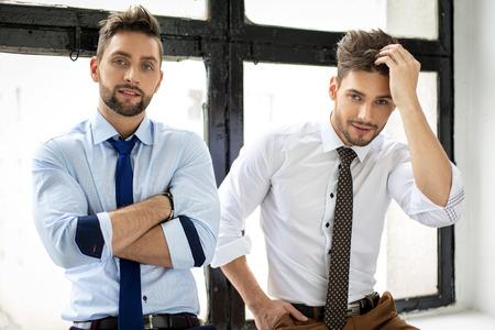 Dos hombres guapos sexy