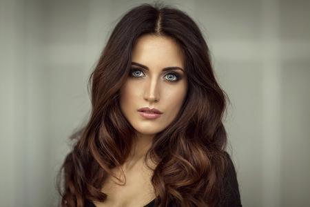 ojos hermosos: Retrato de moda de mujer hermosa