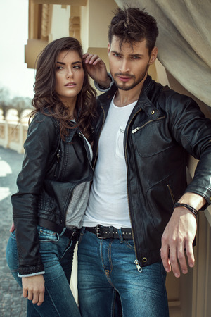 Young fashion couple outdoor Imagens