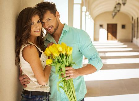parejas sensuales: Hermosa feliz pareja tocándose