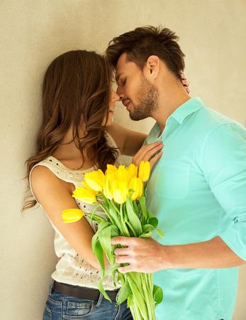 Portrait der küssenden Paare Standard-Bild - 42806607