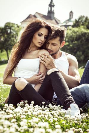 ロマンス: 官能的なカップルが互いに接触 写真素材