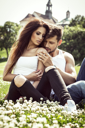 parejas romanticas: Pareja sensual tocándose Foto de archivo