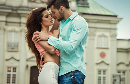 handkuss: kissing Paar