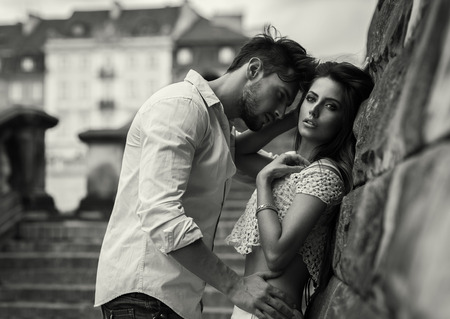 Black and white photo of attractive couple Imagens