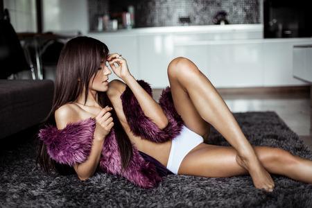mujeres fashion: Mujer sexy con cuerpo perfecto