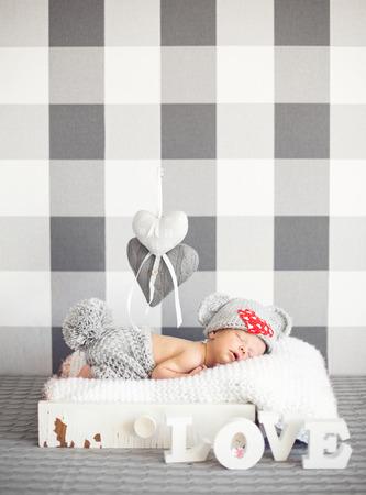pies bonitos: Bebé recién nacido durmiendo