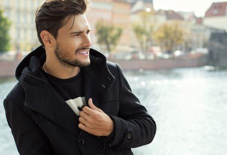 ハンサムな男が笑みを浮かべて 写真素材
