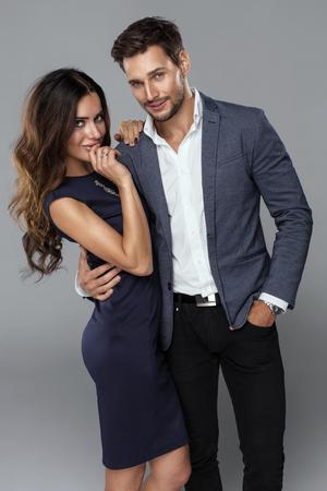 Schöne Paare tragen elegante Kleidung Standard-Bild - 48374533