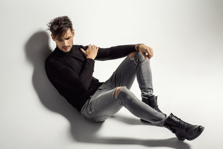 Sexy mannelijk model stellen Stockfoto