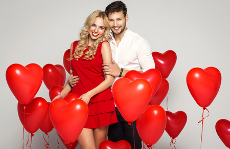Valentines photo of young loving couple with balloons heart Stockfoto