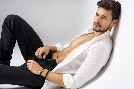 männer nackt: Sexy Model posiert Lizenzfreie Bilder
