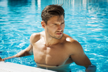 hombre desnudo: Photo of handsome man in swimming pool
