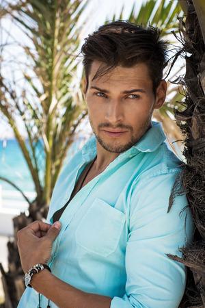 modelos hombres: Retrato de hombre guapo