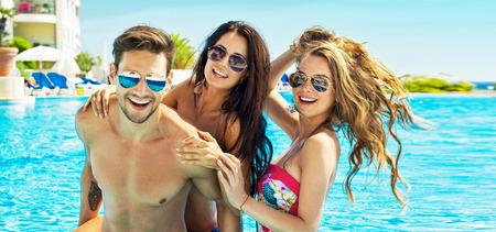 Beautiful Friends Having Fun In Swimming Pool Stockfoto