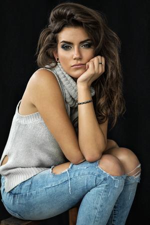 Retrato de la hermosa modelo femenino
