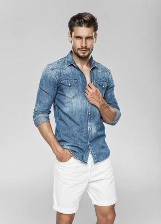 Knappe mannelijke model Stockfoto