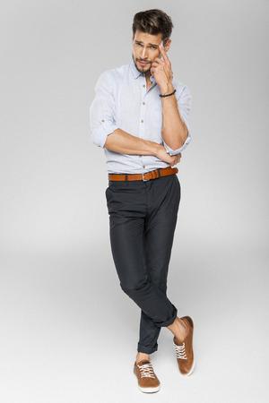 Handsome Mann Denken  Standard-Bild