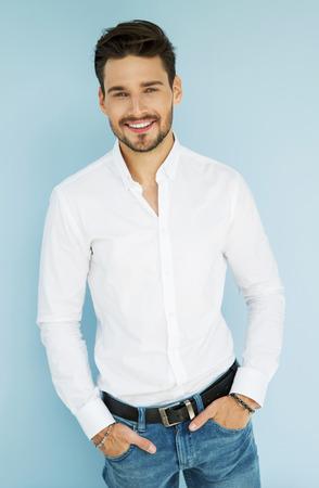 Sexy lächelnder Geschäftsmann Standard-Bild - 62133123