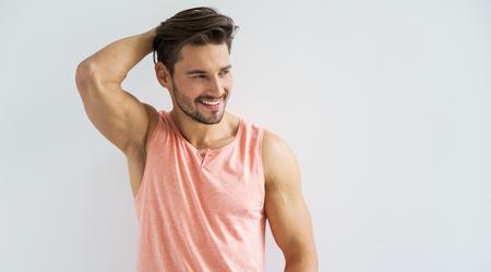 cuerpo hombre: Modelo masculino sonriente atractiva Foto de archivo