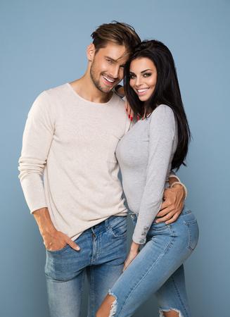 Porträt der lächelnden schöne Paar