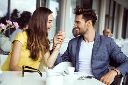 Sexy paar in liefde te raken bij elkaar Stockfoto - 63507844