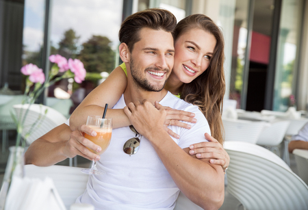 couple outdoor: Portrait of smiling beautiful couple