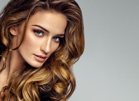 아름다운 여성 모델의 초상화 스톡 콘텐츠