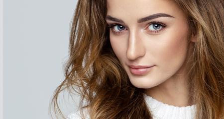 Mooi gezicht van vrouwelijk model Stockfoto - 75259434