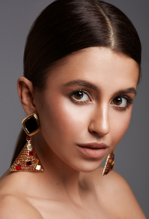 Beauty portrait of young attractive woman with big brown eyes wearing earrings Stockfoto