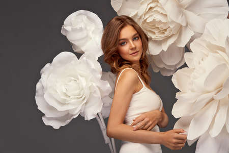 Fashion photo of beautiful young woman with white flowers Stockfoto