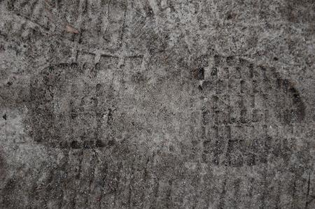 suelo arenoso: huellas distintas de pies humanos en suelo arenoso Foto de archivo