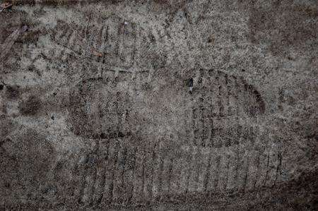 sandy feet: Distinct traces of human feet on sandy soil