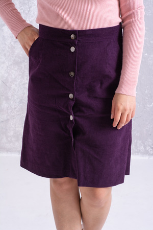 The girl is dressed in pink golf and burgundy skirt - the only kind of body. Imagens