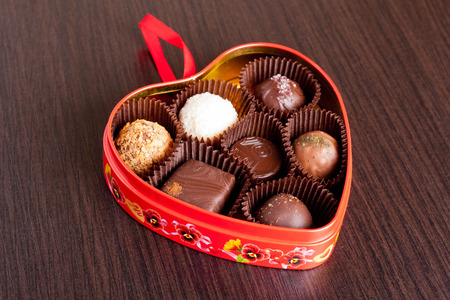 valentine          s day candy: Chocolate candies in heart shape box, horizontal, close up