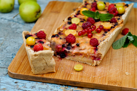 Apple pie served with red currants and raspberry, close up, horizontal Stock Photo
