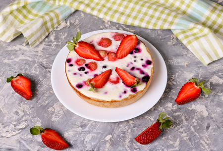 Short tart with currants, strawberry and souffle, close up, horizontal, top view Stock Photo