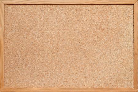 corcho: blanco panel de corcho  tablón de anuncios con un marco de madera