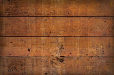 madera rústica: cerca de tableros resistidos y con textura en una antigua puerta de madera de granja