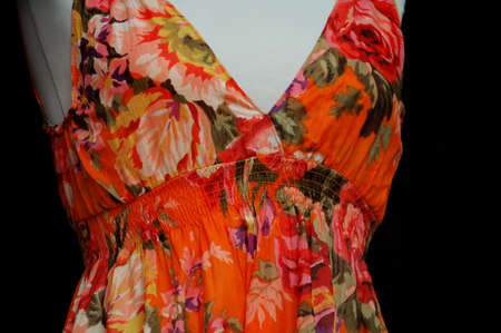 マネキンにカラフルな花柄のドレス