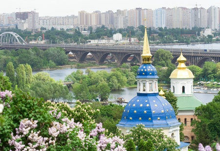 dnieper: Vydubitskiy monastery it�s a monastery complex situated on the picturesque banks of Dnieper in the Vydubich tract.