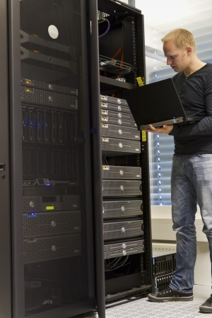 IT Engineer   Consultant working and monitoring systems and servers in a datacenter