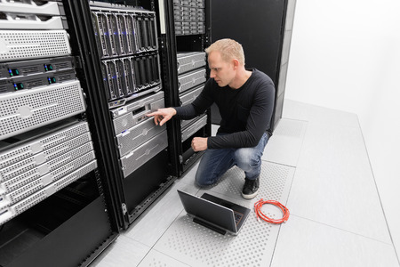 It engineer or consultant working with backup server. Shot in data center. Banque d'images