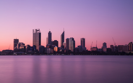 パース、オーストラリアの都市の街並。夜の写真撮影。