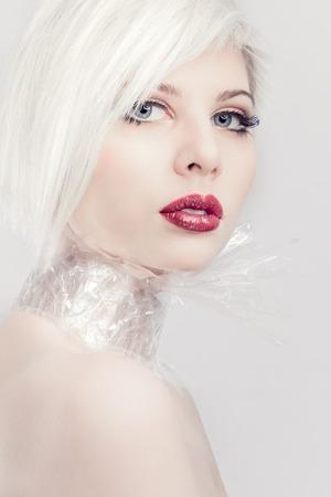 734011caa Modelo Hermoso De La Mujer O Niña En Plástico. Maquillaje ...