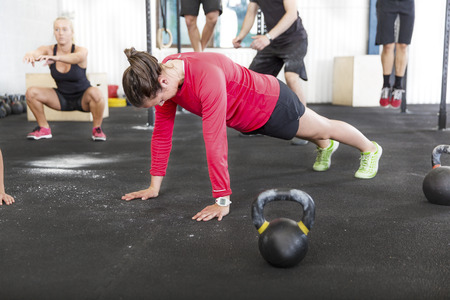 hang body: Workout group trains different exercises