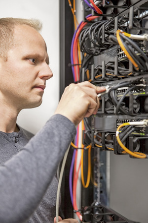 IT consultant working with network switches Archivio Fotografico