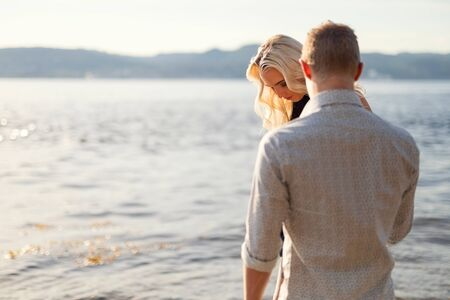 Couple in love holding hands and walking at the beach Standard-Bild