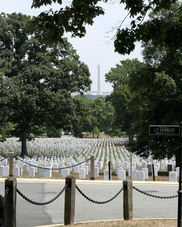 アーリントン墓地からワシントン記念塔のビュー